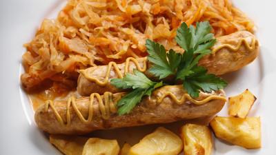 Bratwurst Stewed with Sauerkraut