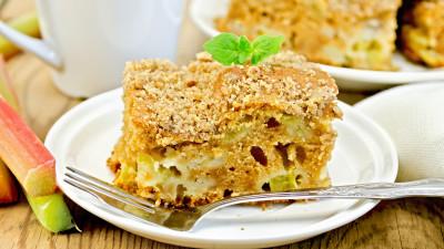 Rhubarb spice cake
