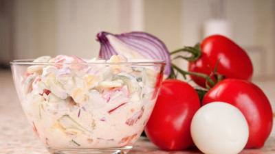 Tomato salad with sour cream