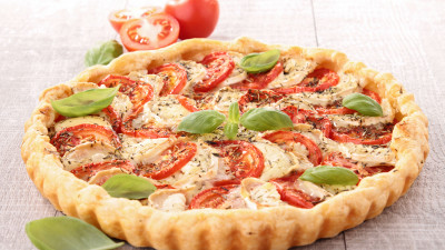 Cheese, ham and cherry tomato tart