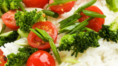 Thai rice with broccoli and tomatoes