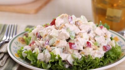 Salad with sesame chicken