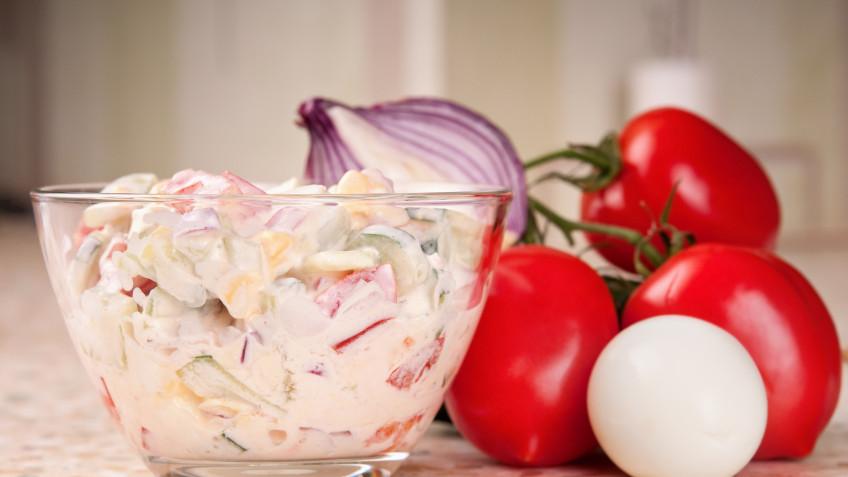 Tomato salad with sour cream