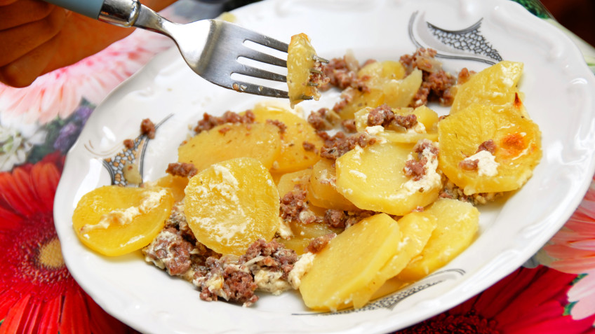 Baked potatoes with minced meat