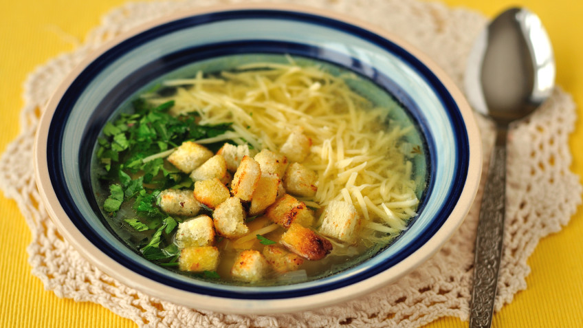 Garlic soup with cheese