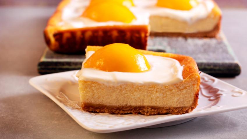 Peach and raspberry cheesecake slice
