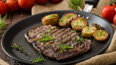 Steak and tomatoes with herb-roasted potatoes