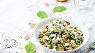 Creamy Cheddar Quinoa with Chicken and Spinach