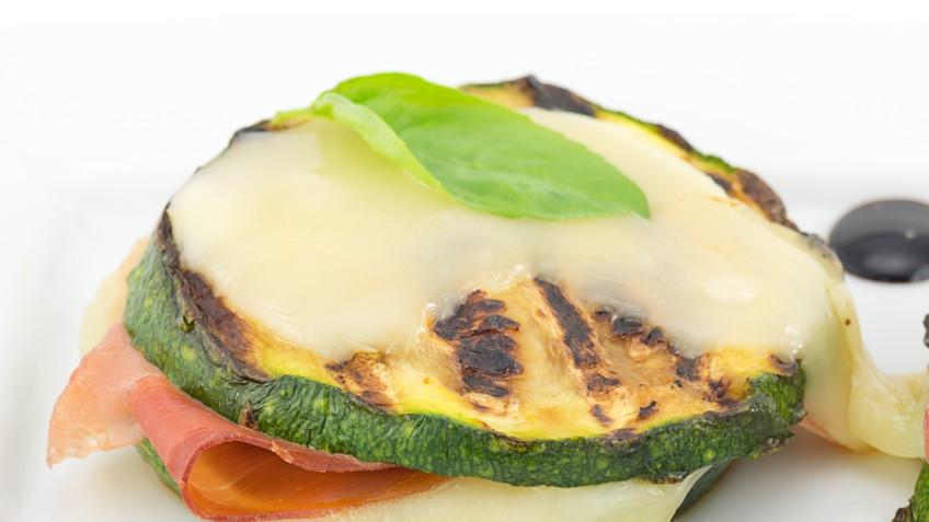 Roasted zucchini with ham