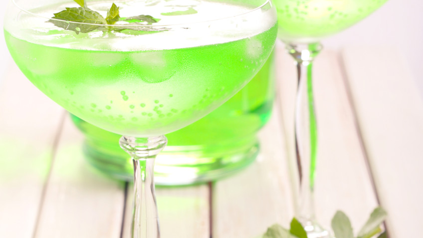 Wine spritzer with sprite and mint